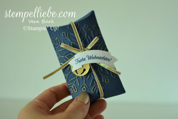 pillow box geschmückte Stiefel marineblau gold 2